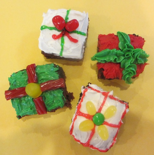 Chistmas-treats-brownie-present